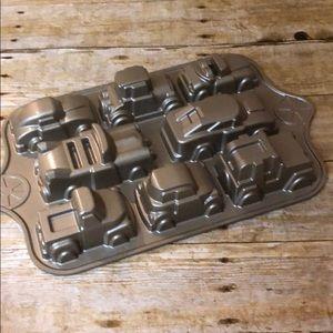 Nordic Ware Classic Car Pan
